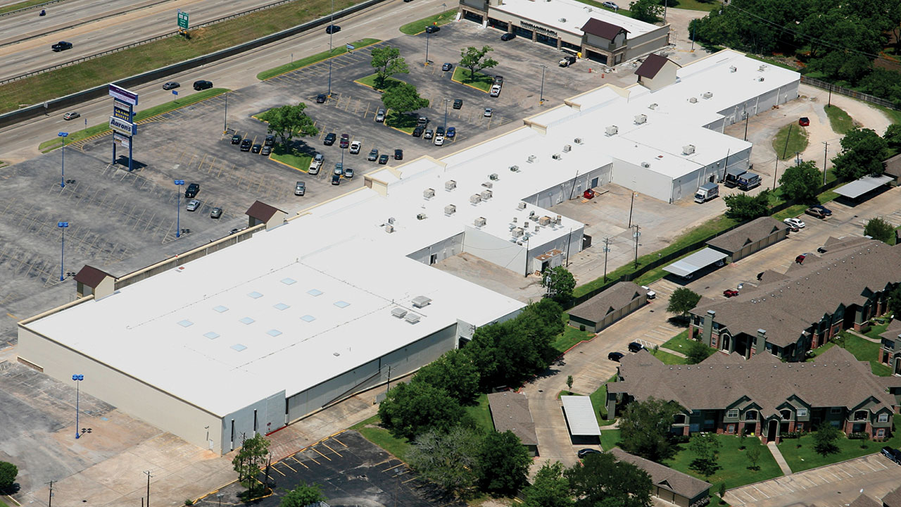 Retail Space Roofing - Roofing for Strip Malls | Duro-Last Roofing, Inc.